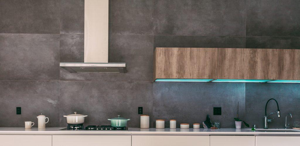 granite backsplash in a Texas kitchen